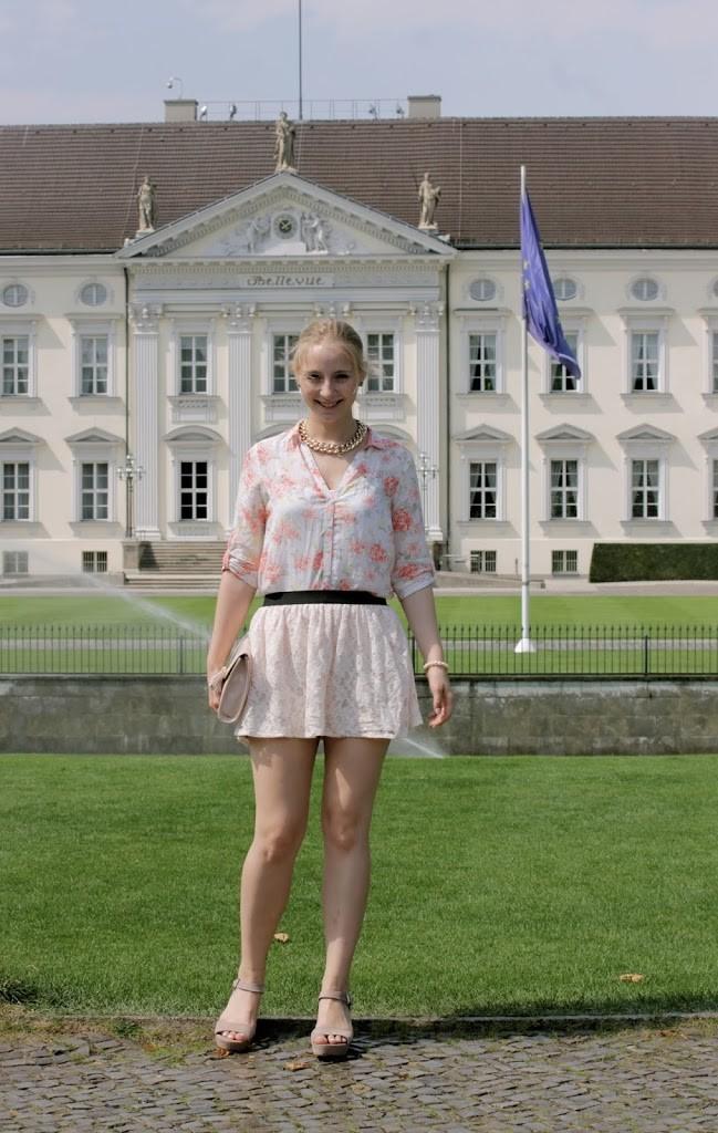 blumen-spitze-outfit-mädchenhaft
