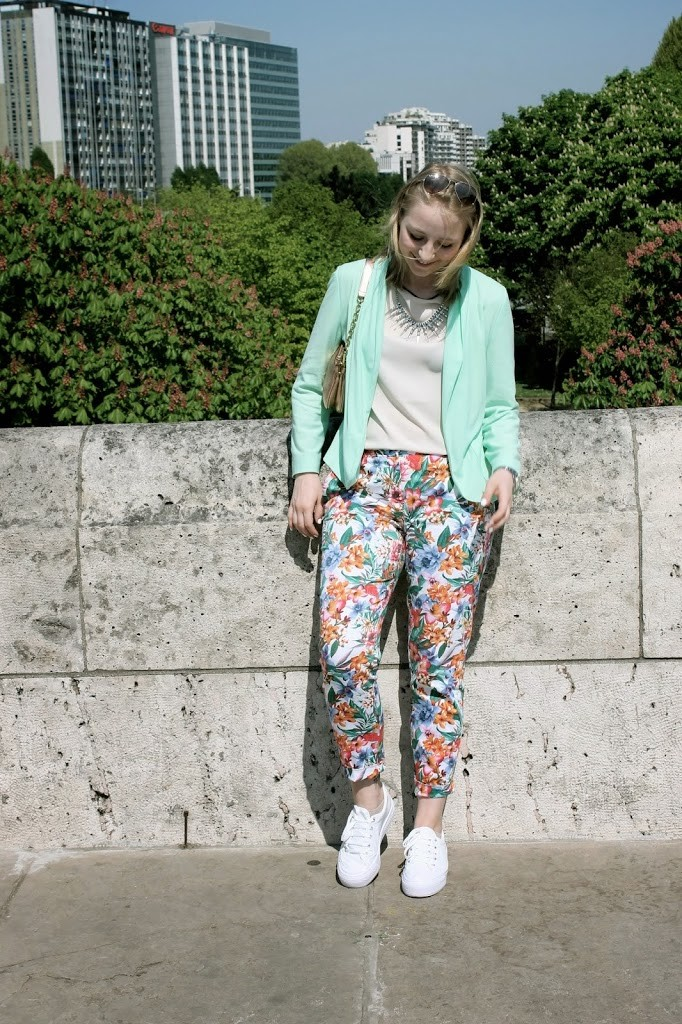 blumenhose-plateau-sneaker-mint-blazer-paris