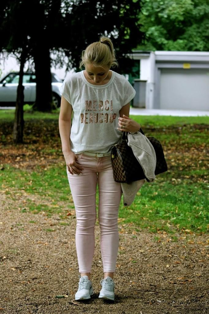 statement t-shirt merci beaucoup rosa hose