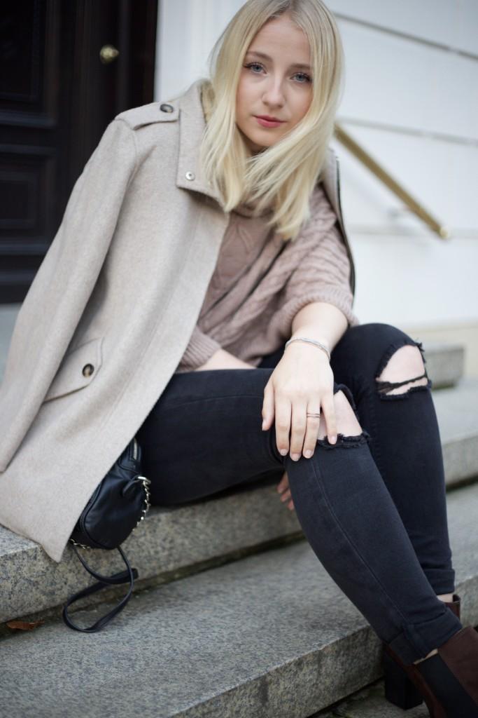 gedeckte_Farben_beige_outfit_fashionblog_cologne_köln_fashion