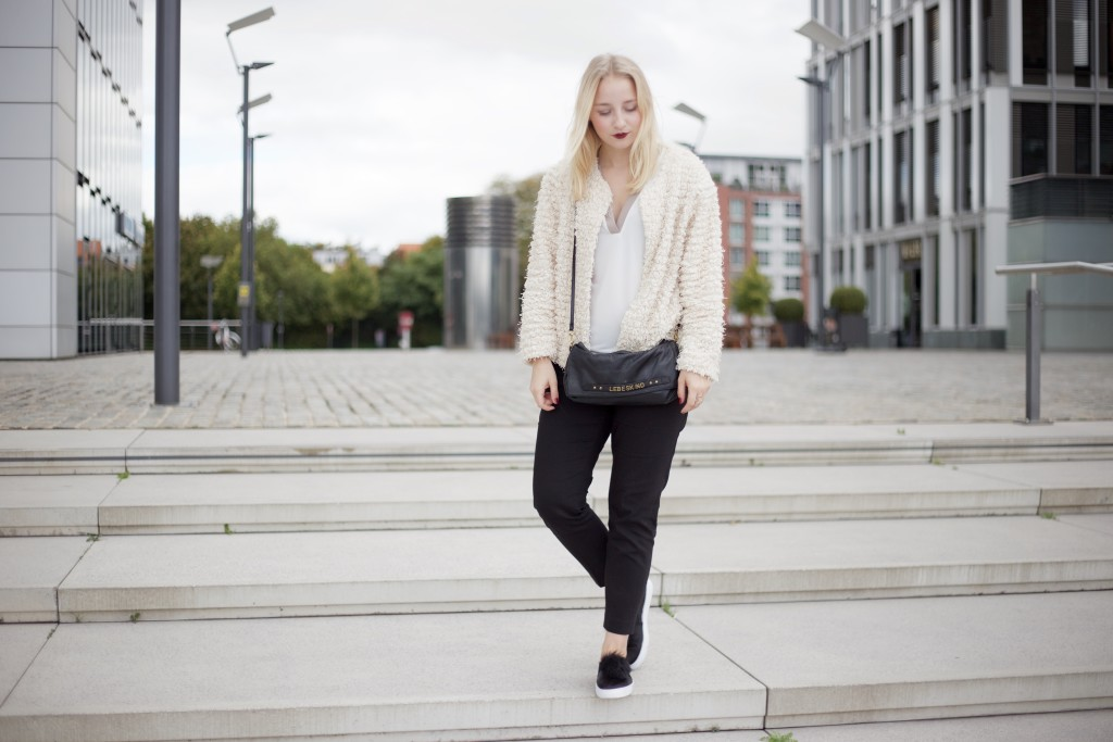 Fluffy_Coat_Fashion_Blogger_Cologne_Mode_Blog_1917