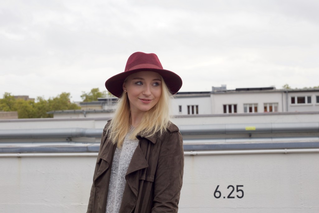 Mom_Jeans_Trenchcoat_Hat_Zara_Fashionvernissage_Mode_Modeblog_Köln_2200