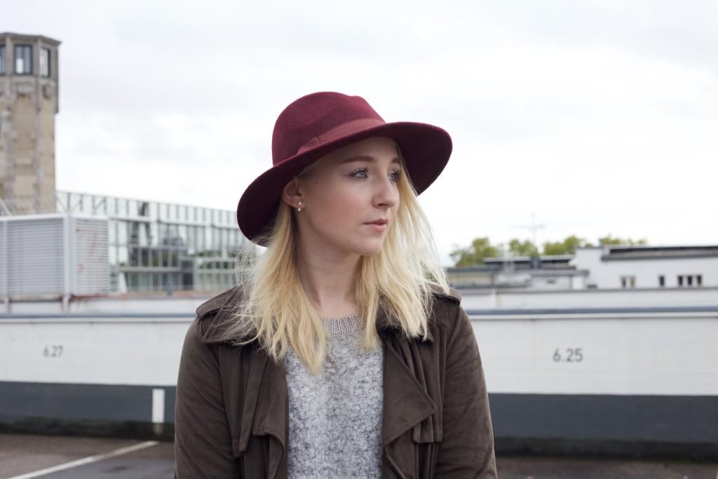Mom_Jeans_Trenchcoat_Hat_Zara_Fashionvernissage_Mode_Modeblog_Köln_2246