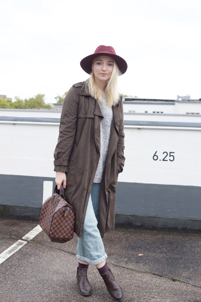 Mom_Jeans_Trenchcoat_Hat_Zara_Fashionvernissage_Mode_Modeblog_Köln_2199