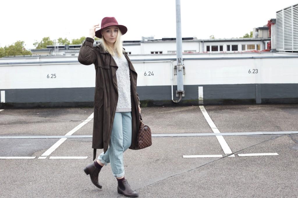 Mom_Jeans_Trenchcoat_Hat_Zara_Fashionvernissage_Mode_Modeblog_Köln_2228