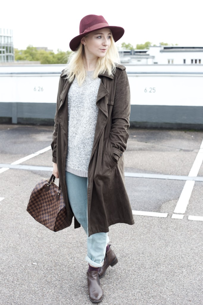 Mom_Jeans_Trenchcoat_Hat_Zara_Fashionvernissage_Mode_Modeblog_Köln_2250