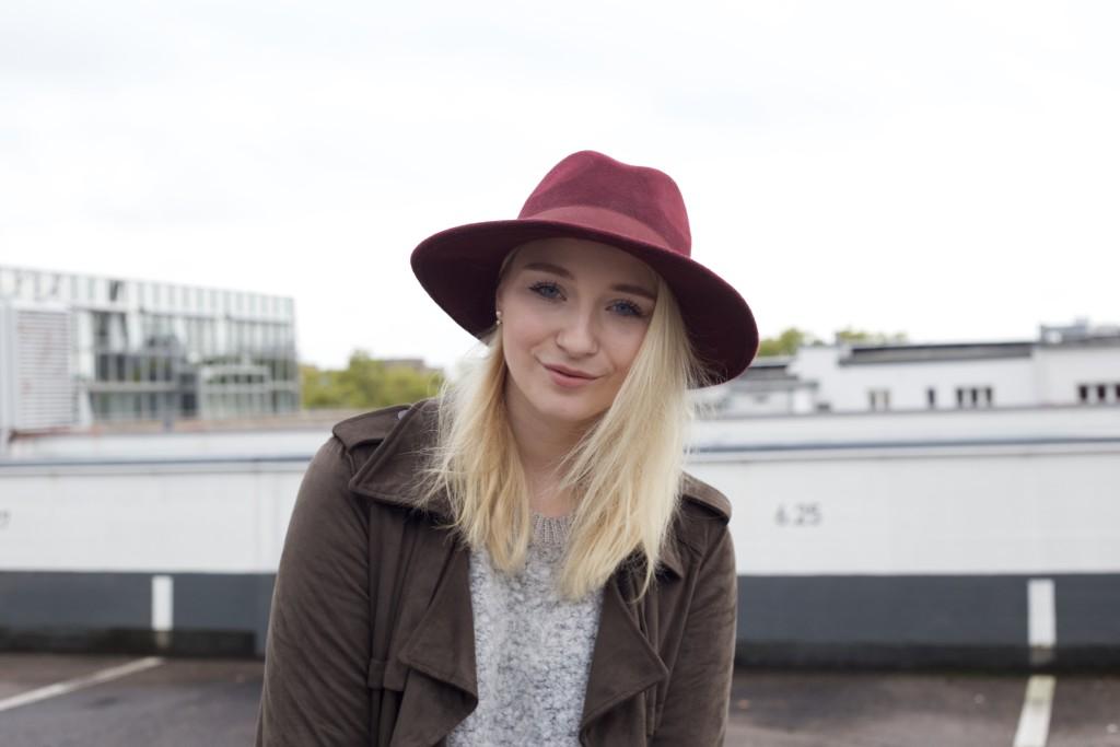 Mom_Jeans_Trenchcoat_Hat_Zara_Fashionvernissage_Mode_Modeblog_Köln_2256