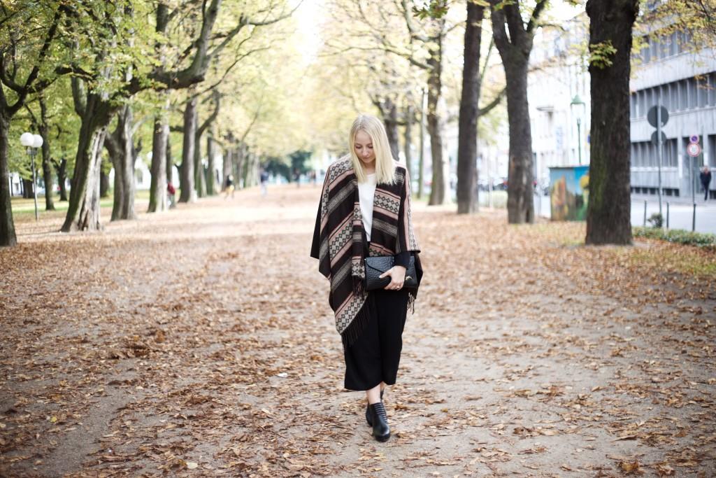 culottes_poncho_autumn_herbst_fashion_mode_cologne_köln_fashionvernissage_2008