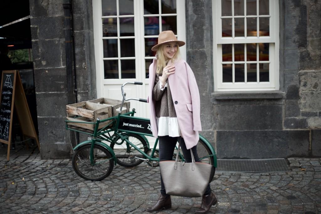 Hut_Winter_Rosa_Mantel_Fashionvernissage_Cologne_9798