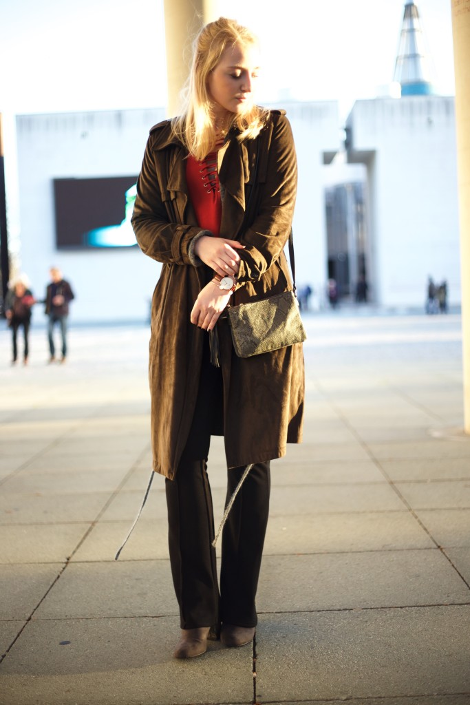 Schlaghose_Outfit_Schnürung_Fashionvernissage_Cologne_Blog_9940