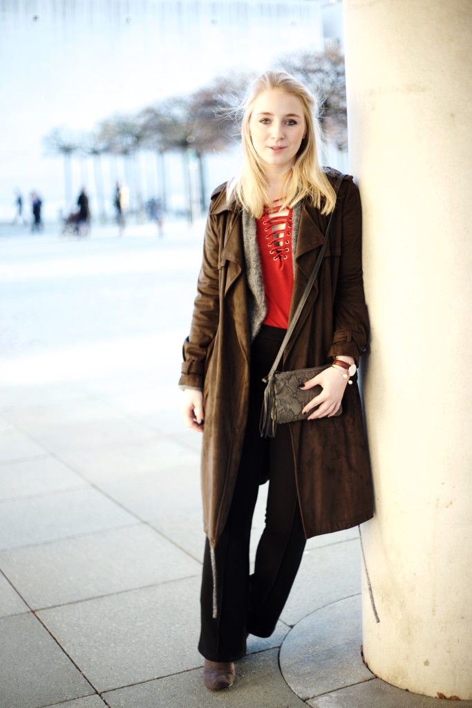 Schlaghose_Outfit_Schnürung_Fashionvernissage_Cologne_Blog_9981