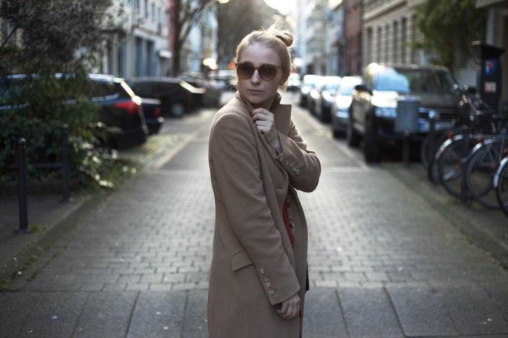 camel-coat-trend-fashionvernissage-docs-blog-modeblog-winter-outfit