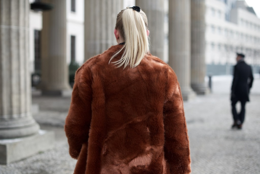 Berlin_Fashion_Week_Fashion_Blog_Cologne_Outfit_Fake_Fur_4997