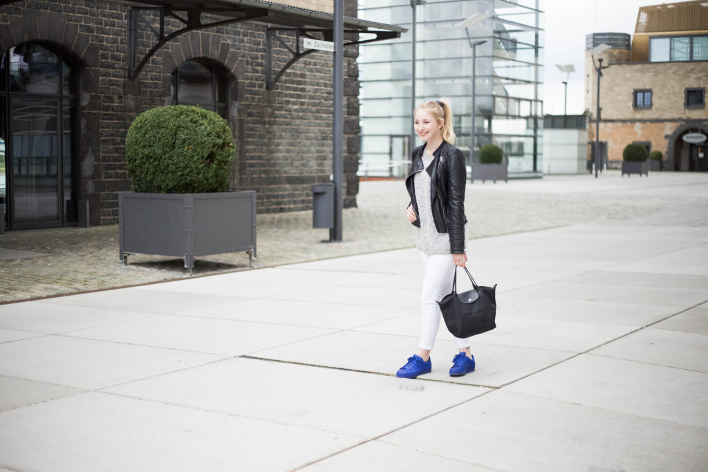 blaue-adidas-superstars-fruehlingslook
