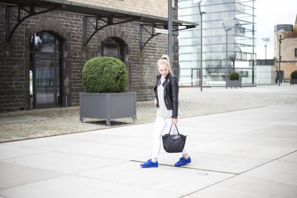 blaue-adidas-superstars-fruehlingslook-outfit