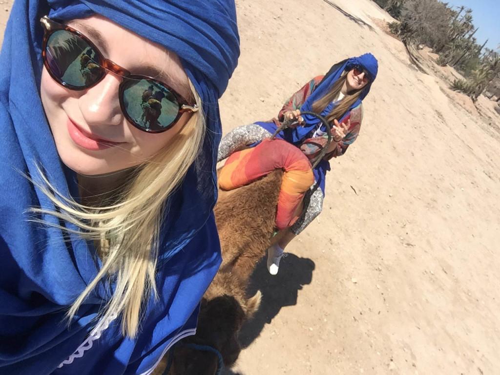 marrakesch-traveldiary-tipps-fashionblog-reiseblog-sehenswüridgkeiten-kamelreiten-palmenhaine