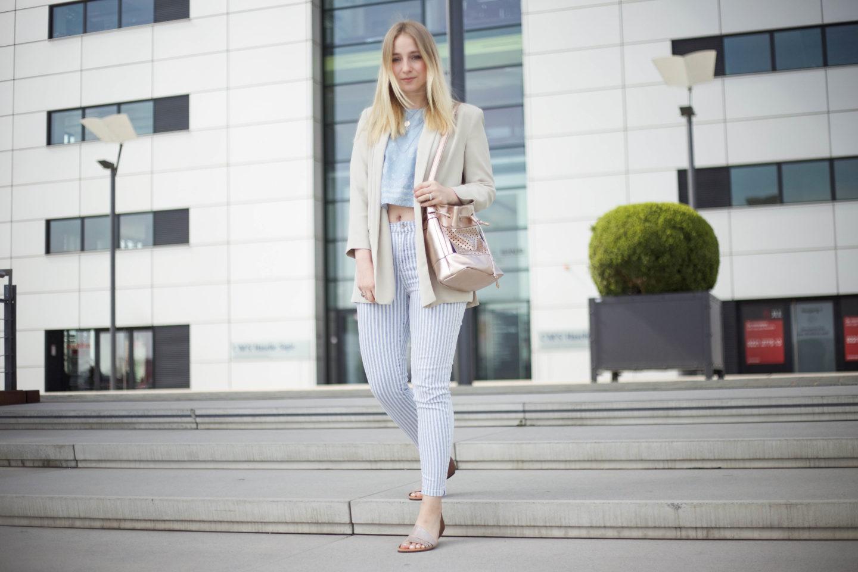 Striped Jeans und helle Farben