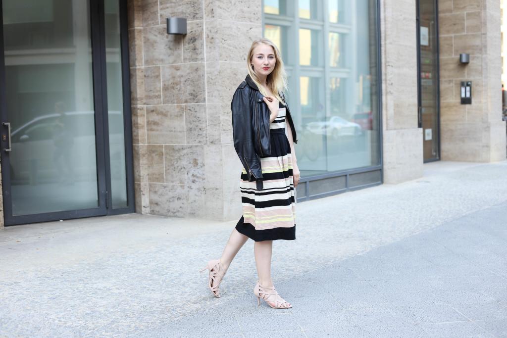 mbfw-outfit-berlin-fashion-week-gestreiftes-kleid-oasis_0624
