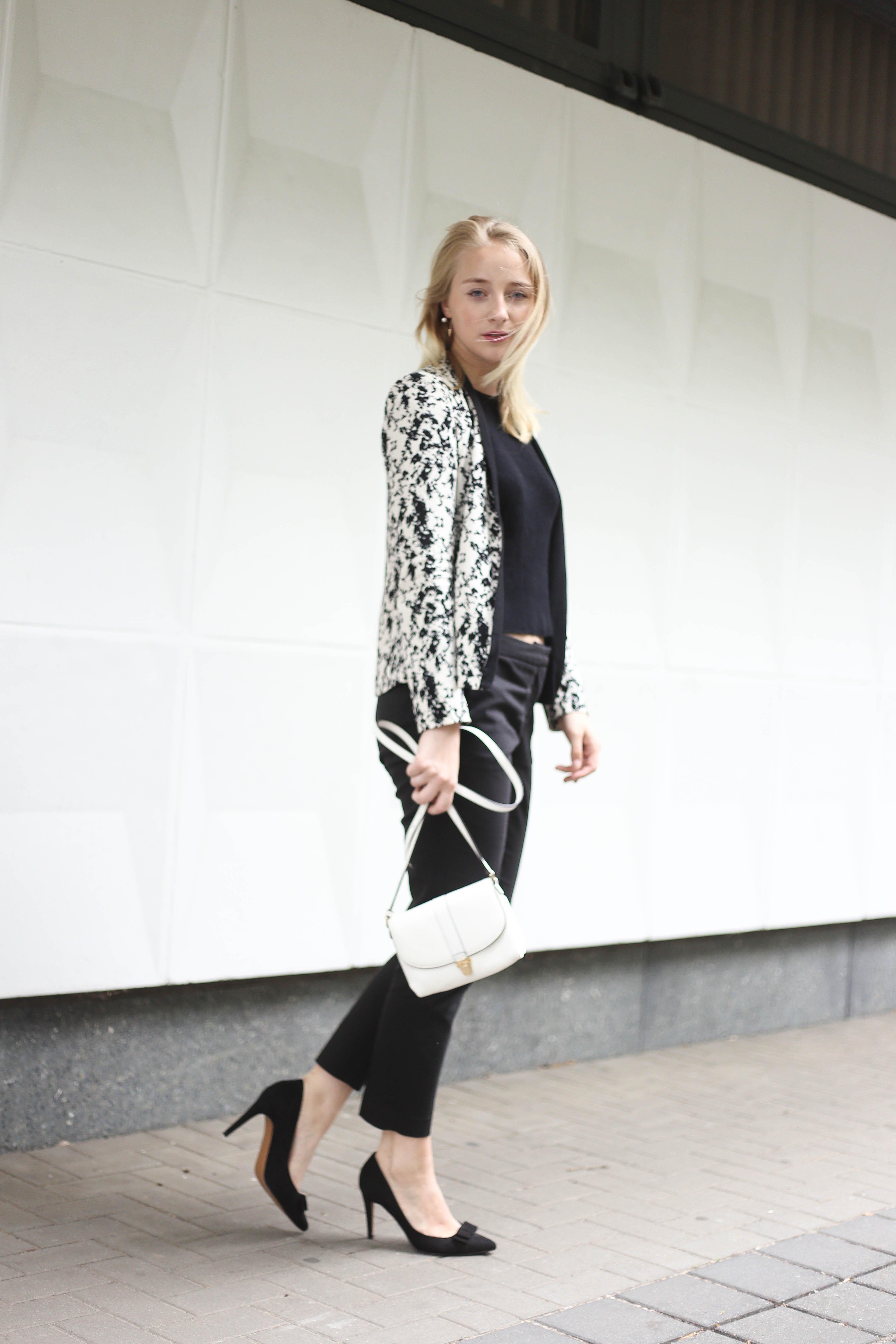 anzugshose-alltag-dalmatiner-blazer-outfit-fashionblog-berlin-köln_2075