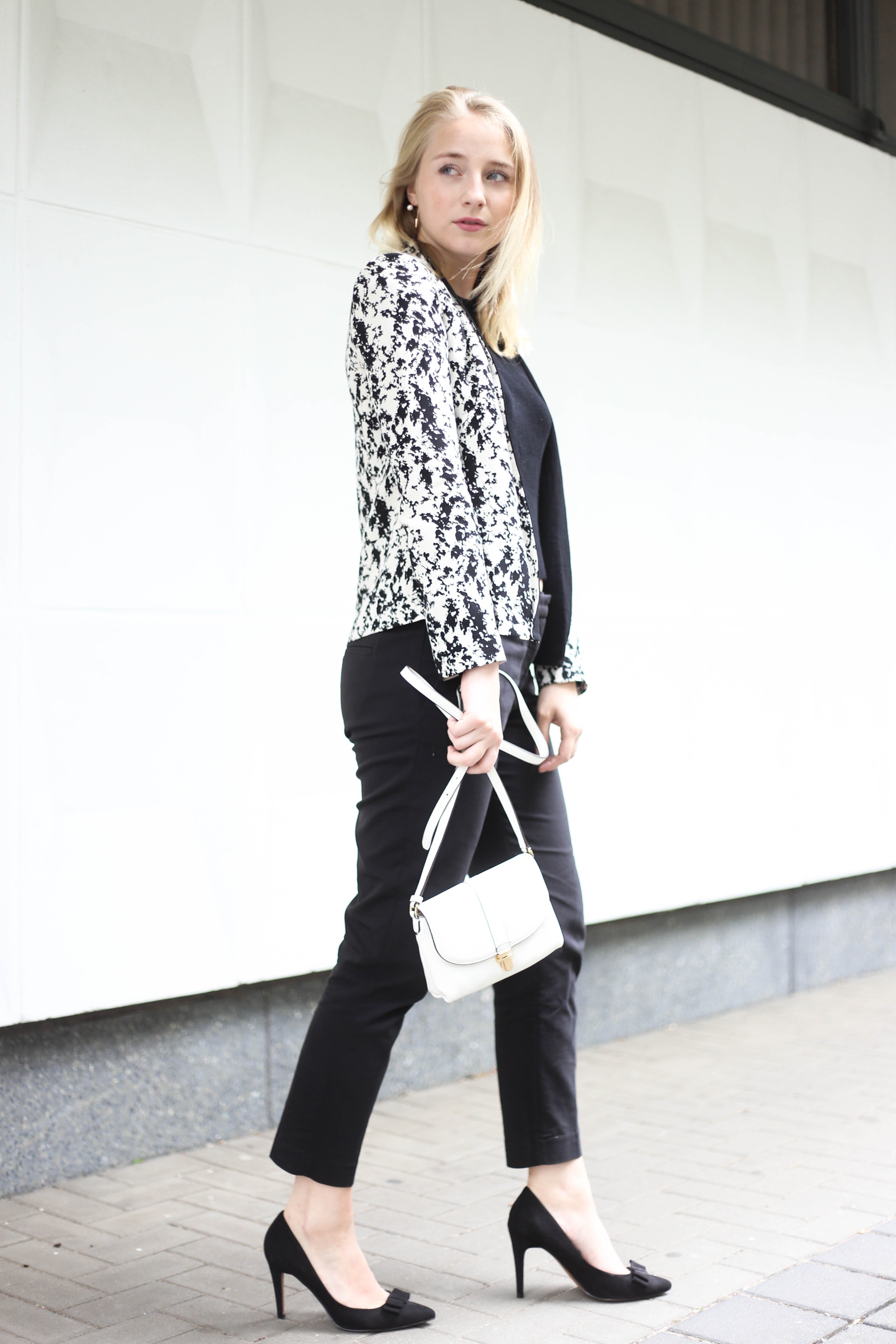 anzugshose-alltag-dalmatiner-blazer-outfit-fashionblog-berlin-köln_2081