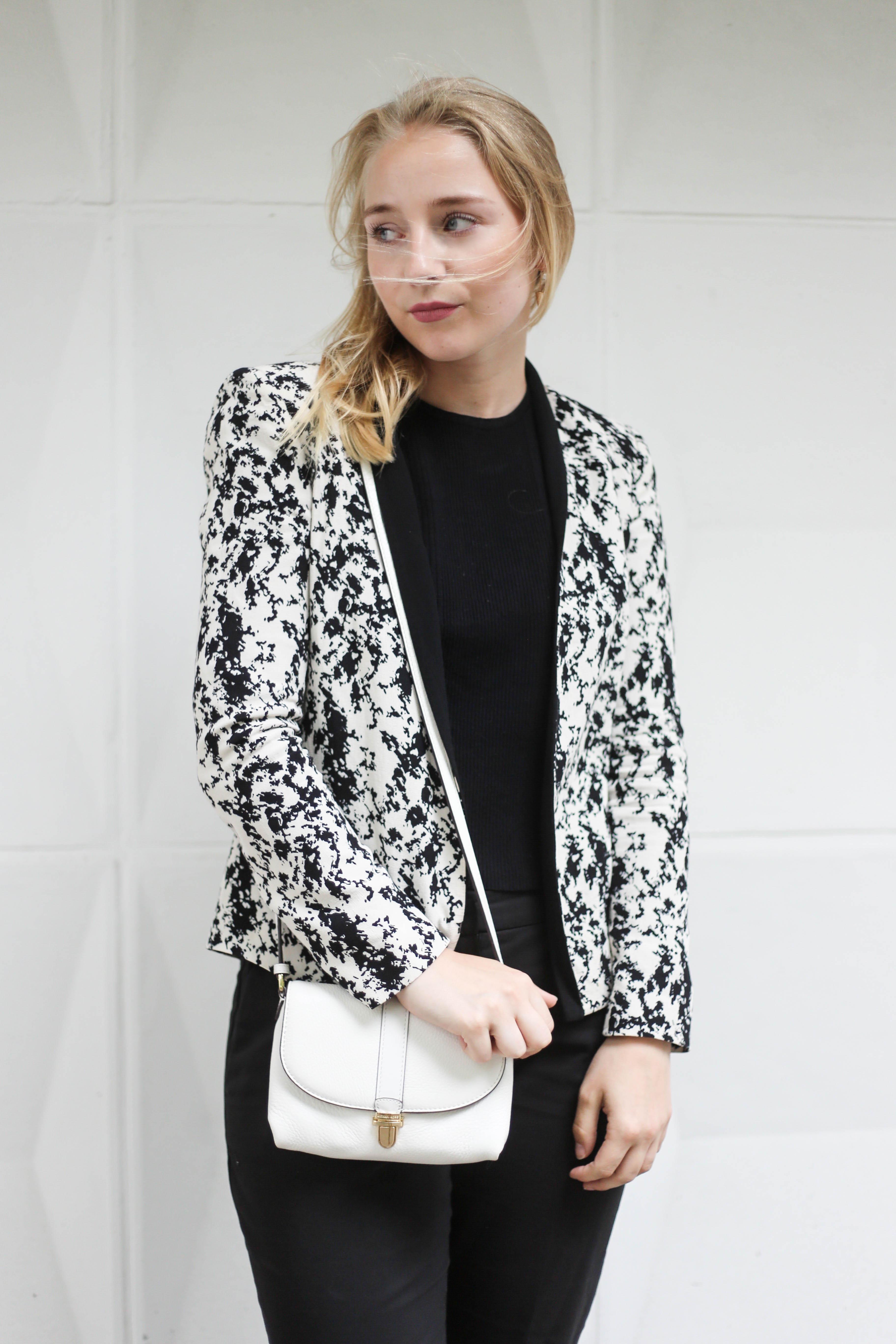 anzugshose-alltag-dalmatiner-blazer-outfit-fashionblog-berlin-köln_2140