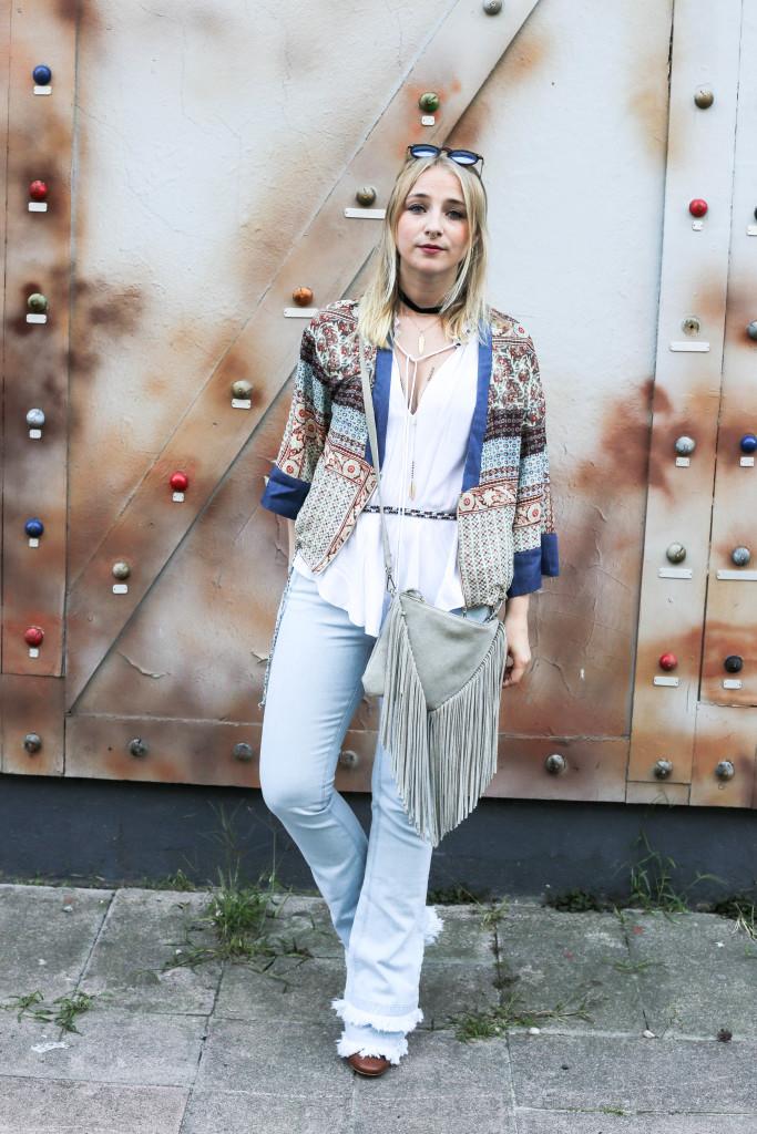festival-look-fashionblog-berlin-modeblog-outfit-schlaghose-flared-jeans_1635