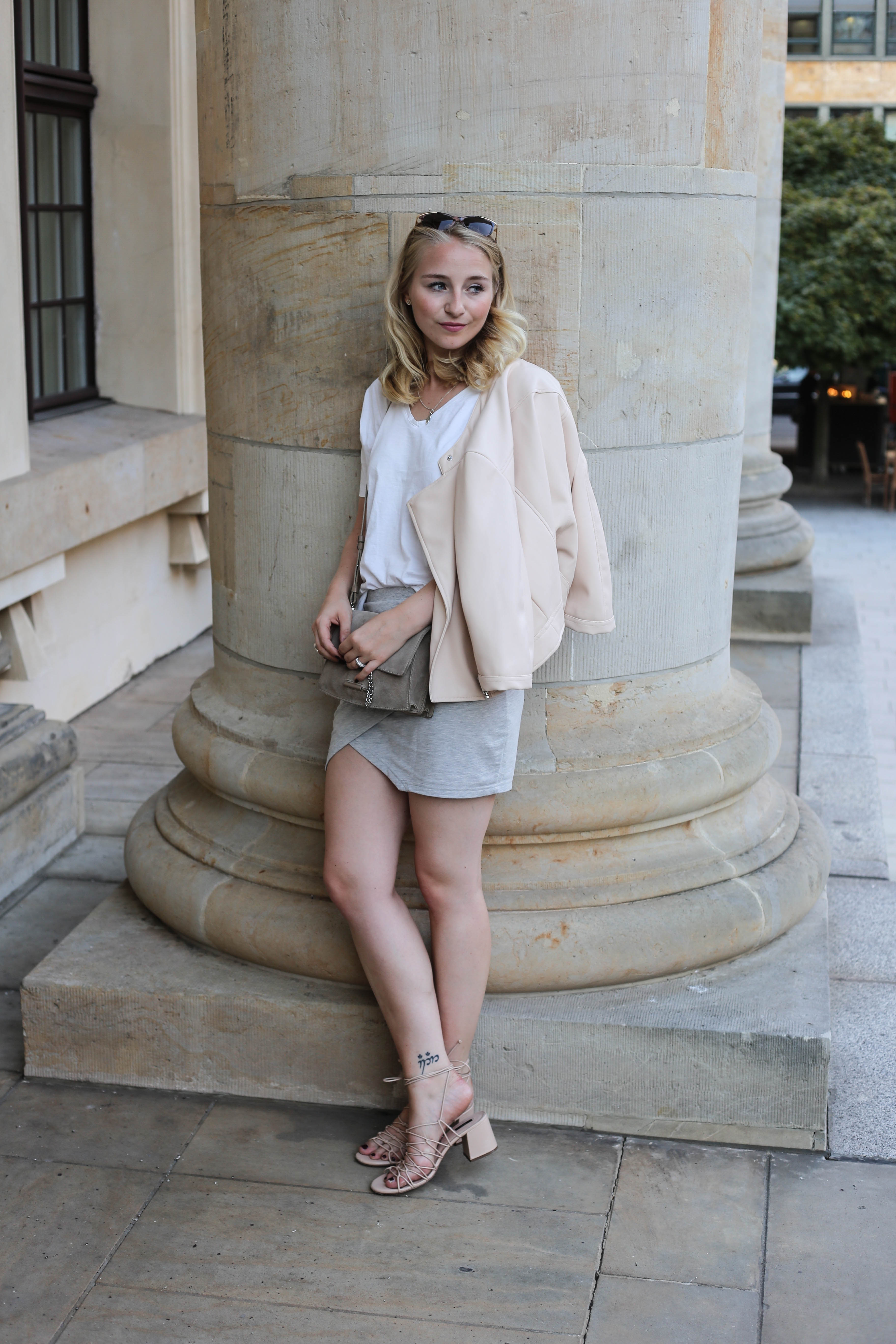 rosa-lederjacke-mango-klotzabsatz-sandalen-fashionblog-berlin-mode-blog-outfit_2316