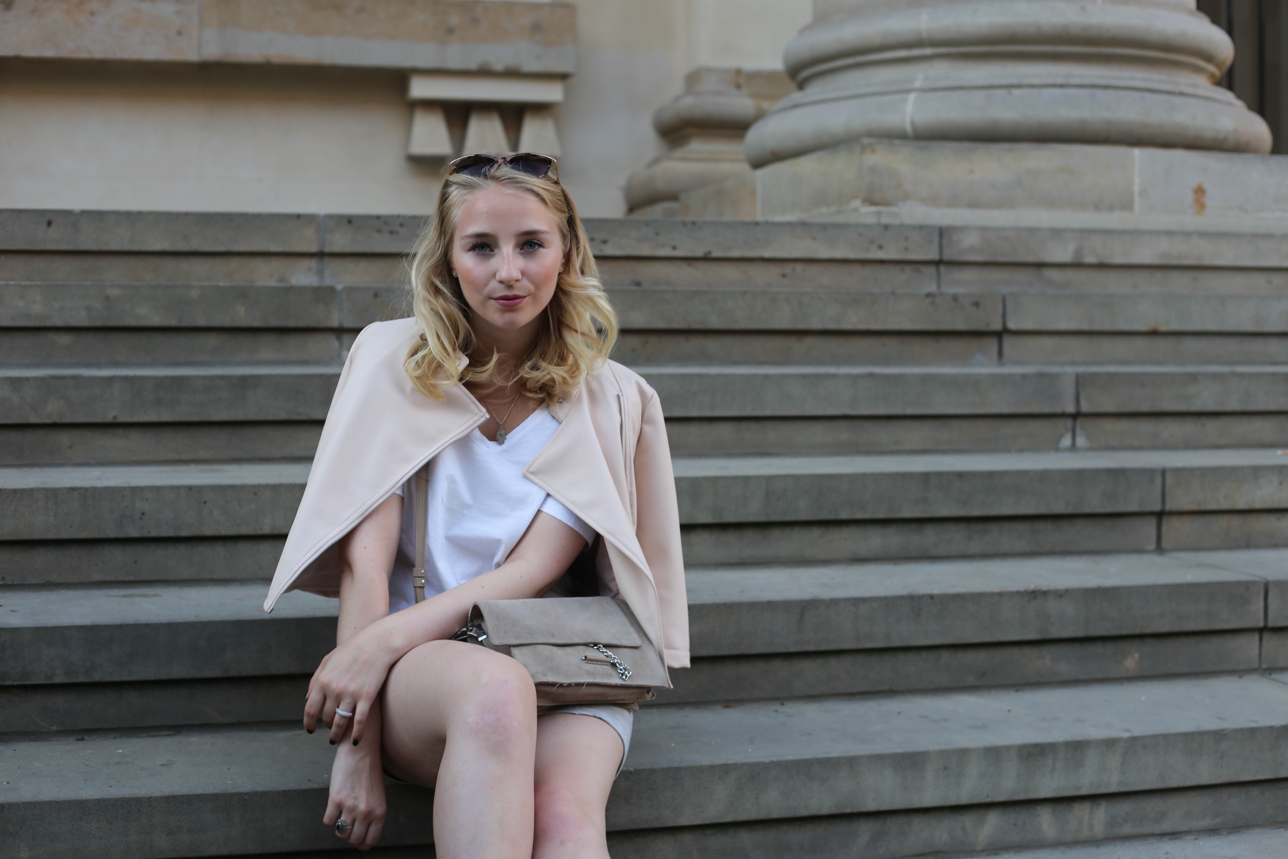 rosa-lederjacke-mango-klotzabsatz-sandalen-fashionblog-berlin-mode-blog-outfit_2393 (1)