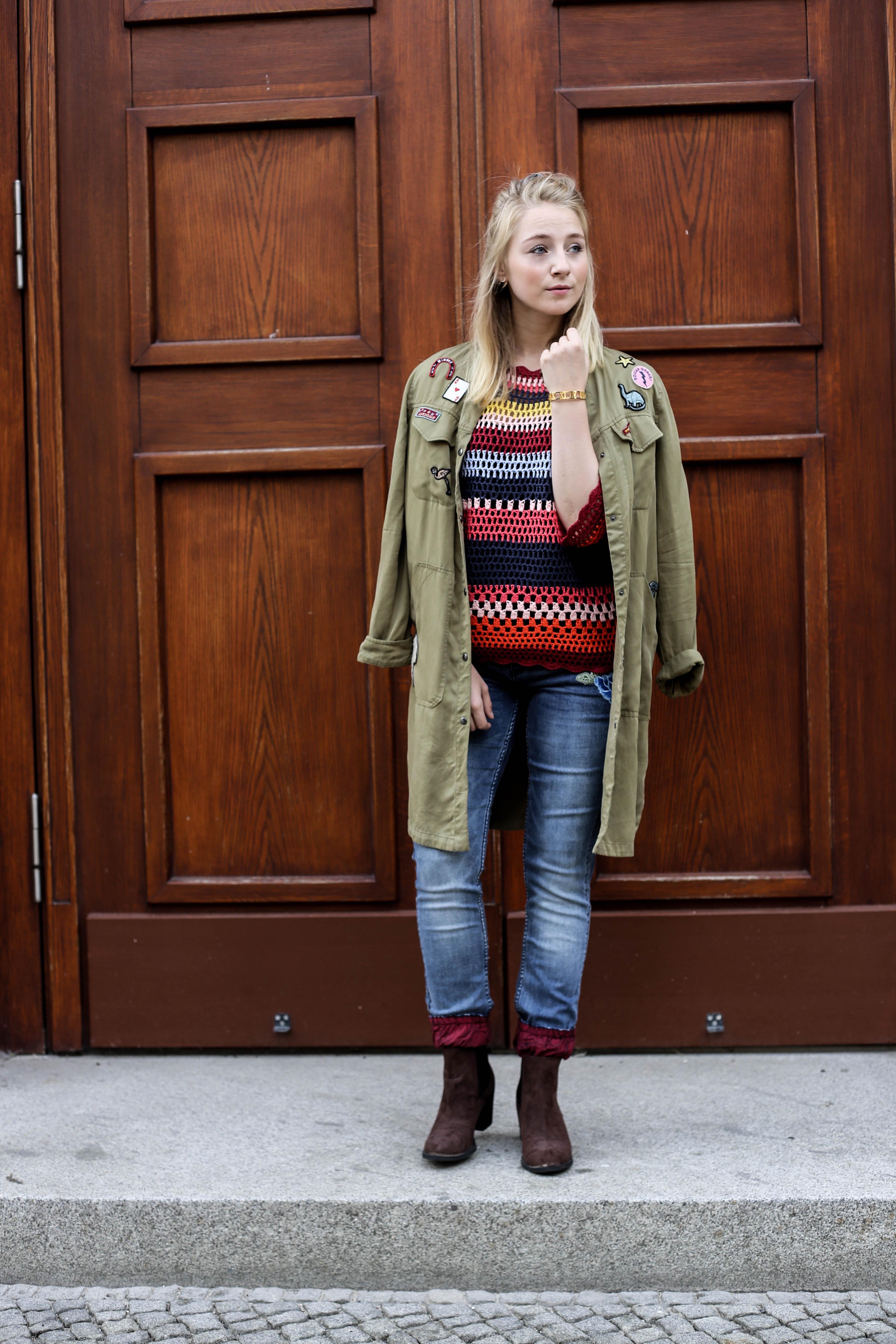 spaetsommer-look-desigual-bunt-alltag-fashionblog-modeblog-berlin_3897