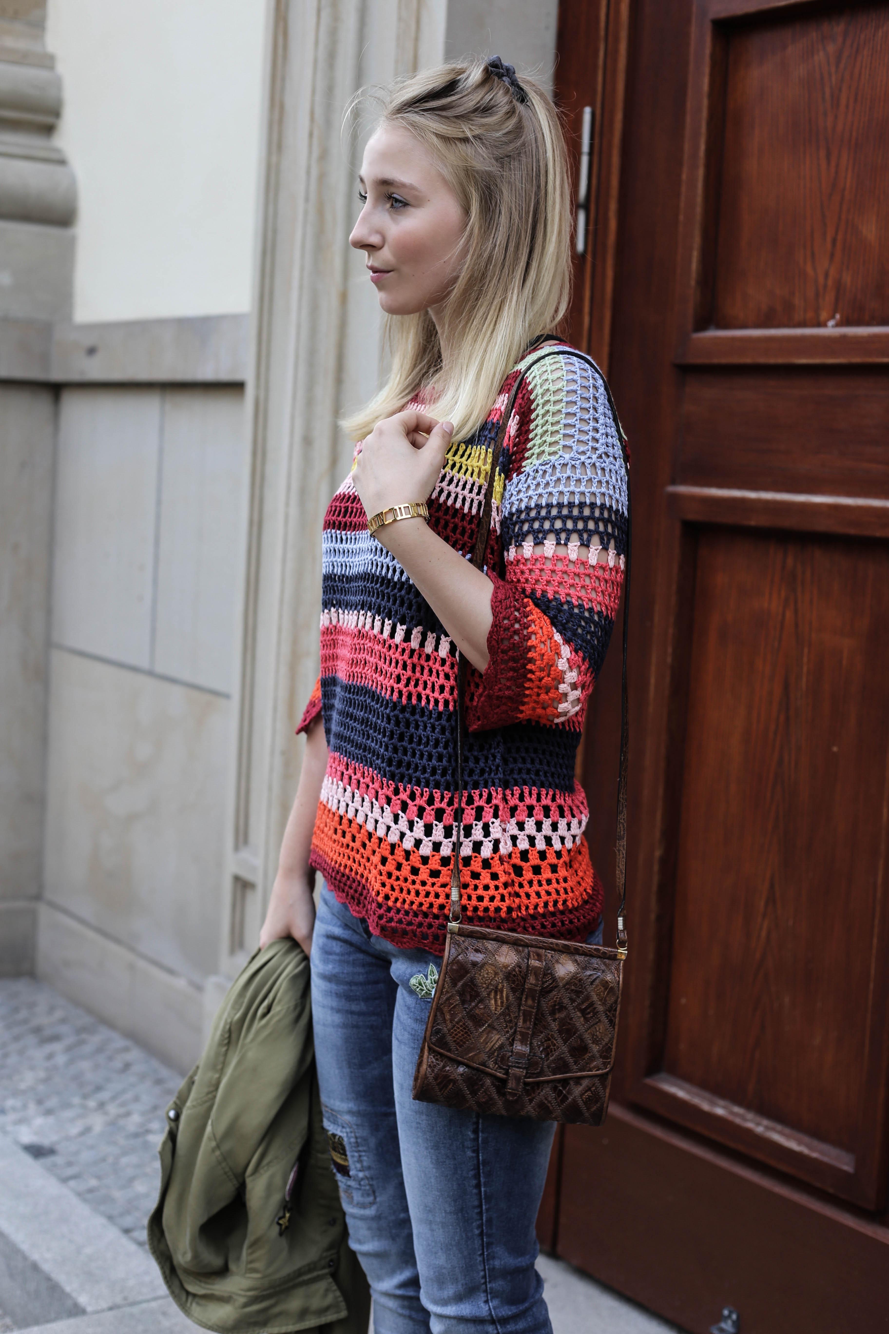 spaetsommer-look-desigual-bunt-alltag-fashionblog-modeblog-berlin_4015