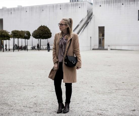 closet-london-schleifenbluse-puenktchen-herbst-outfit-camel-mantel-fashionblog-modeblog-bonn_6251