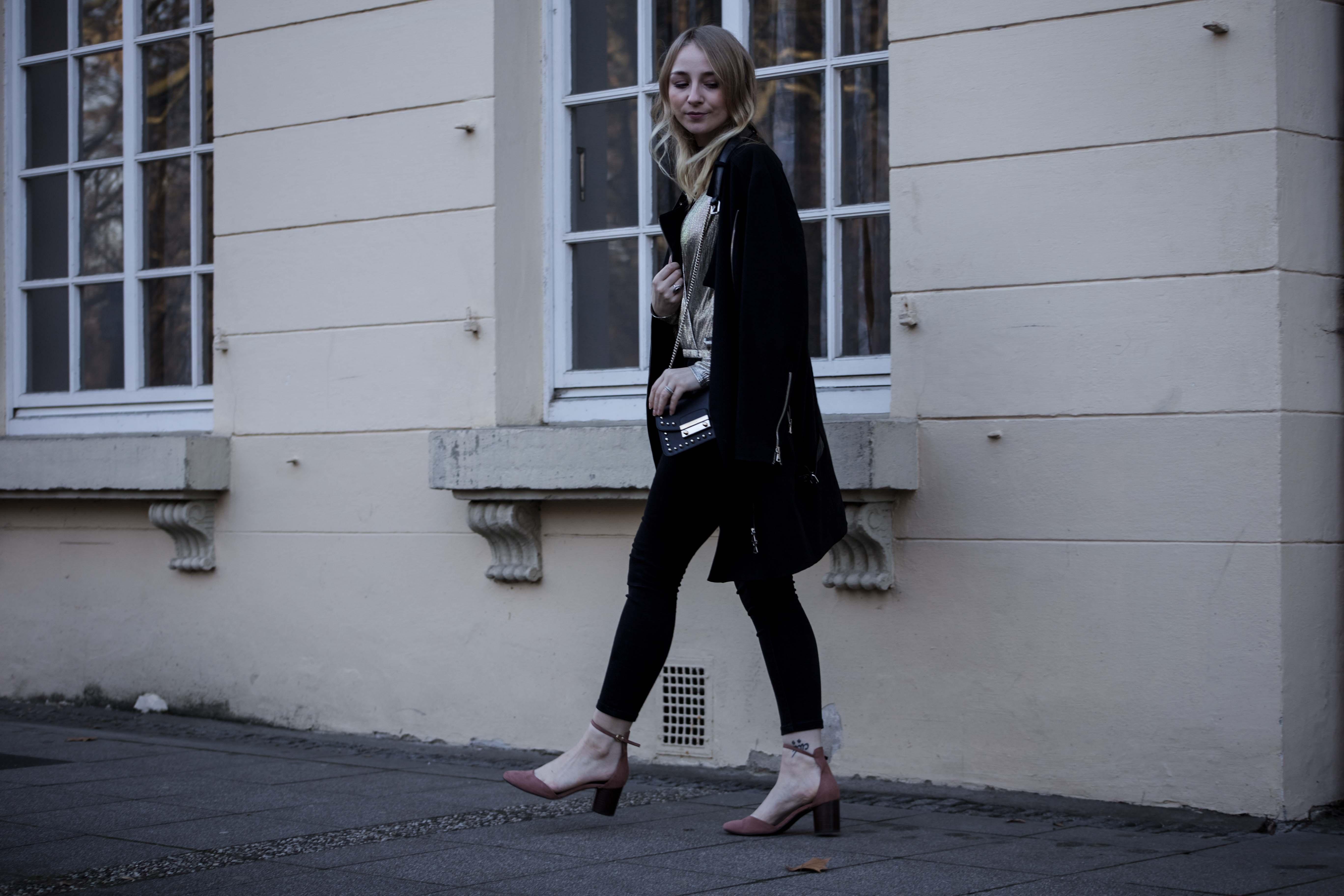4 weiße Sneaker ootd Fashion blog Köln schwarze Zara Hose