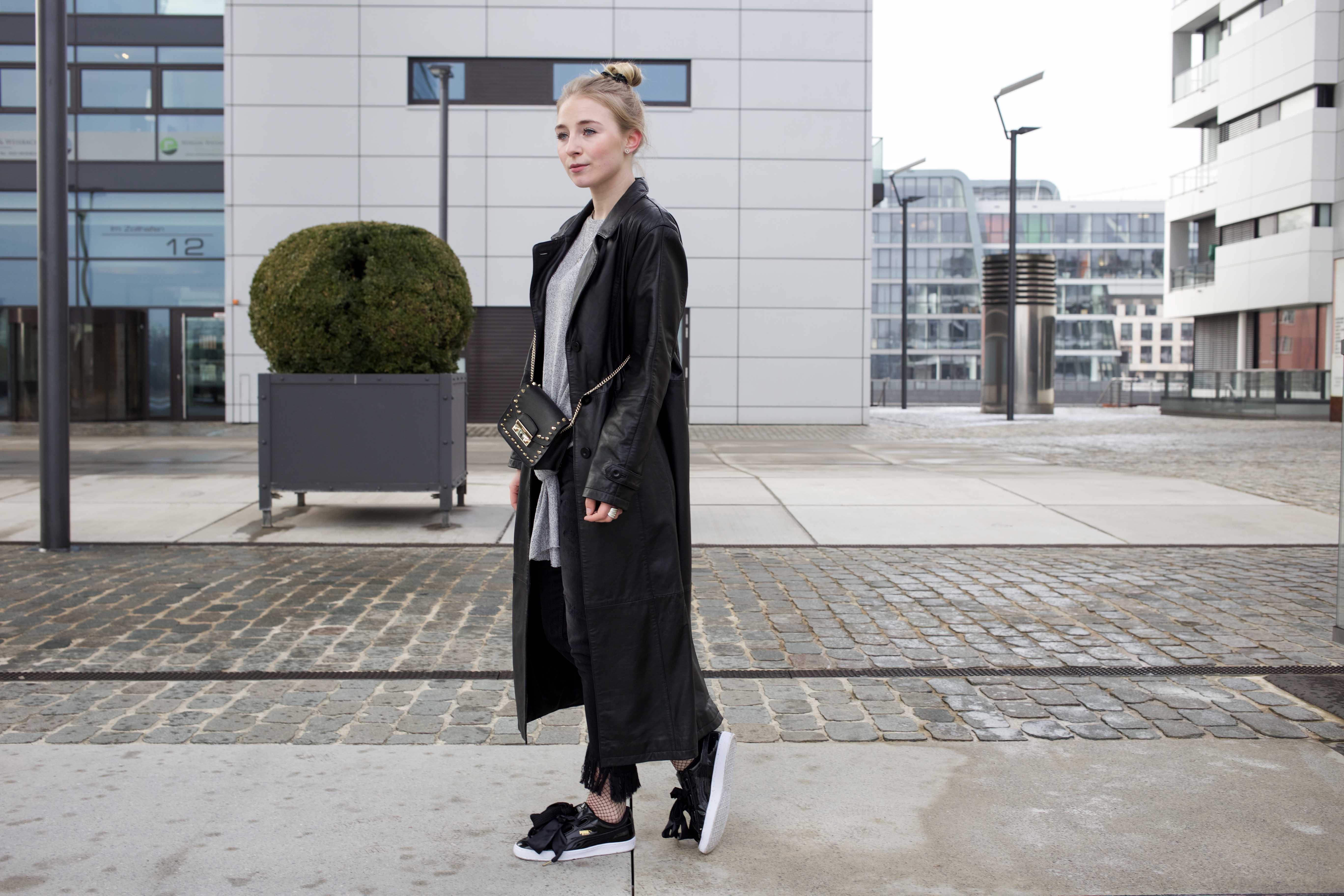 Netzstrumpfhose-kombinieren-Trend-Outfit-Fashionblog-PUMA-Basket-Ledermantel_9497