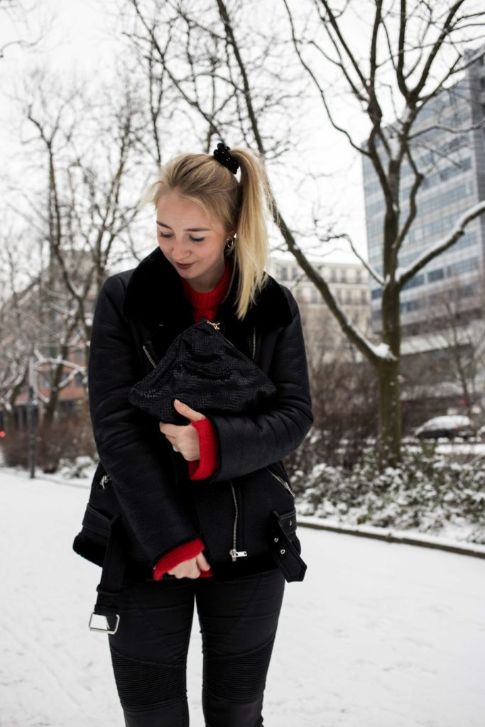 roter-pullover-outfit-berlin-schnee-streetstyle-fashionblog-modeblog_8358