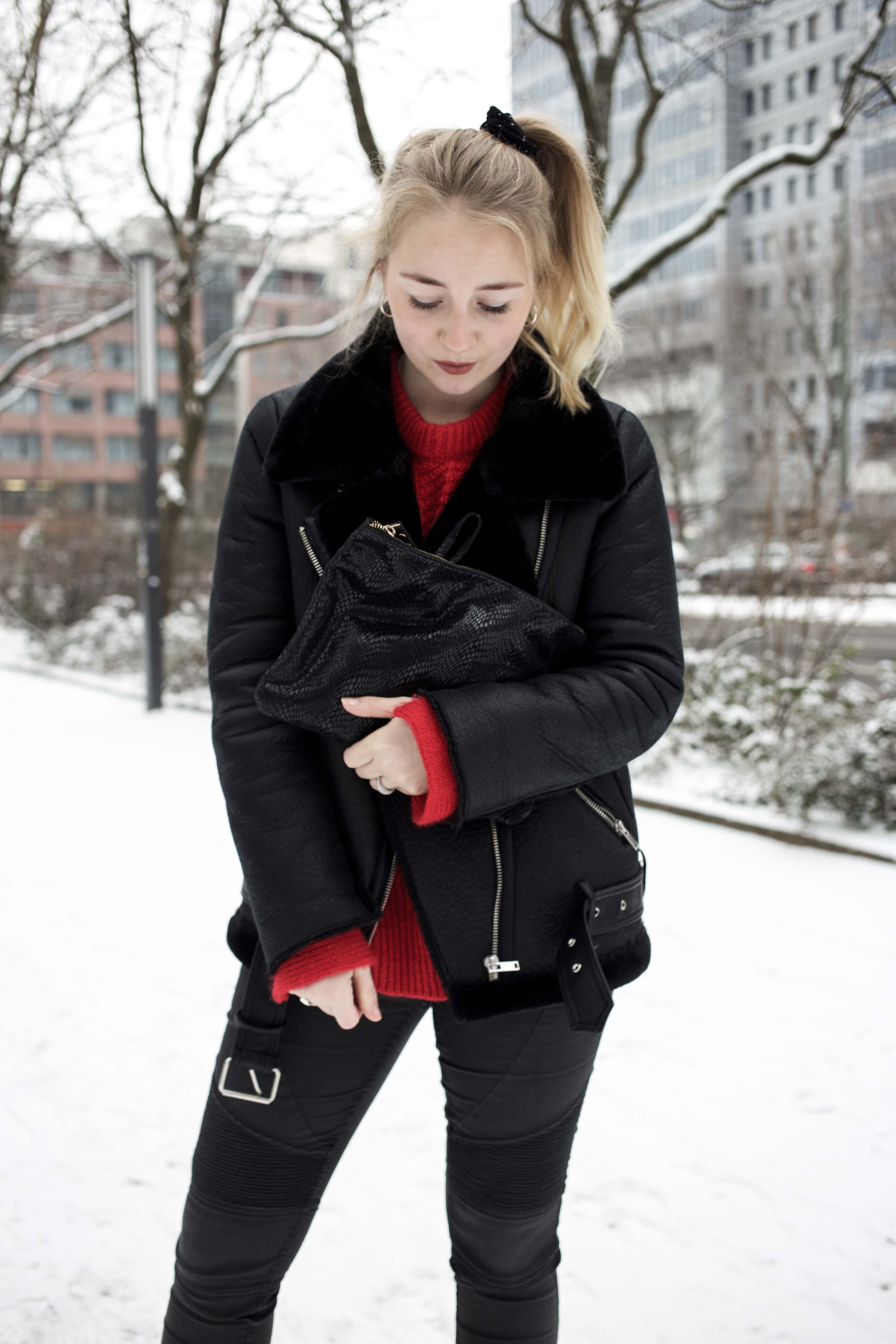 roter-pullover-outfit-berlin-schnee-streetstyle-fashionblog-modeblog_8371