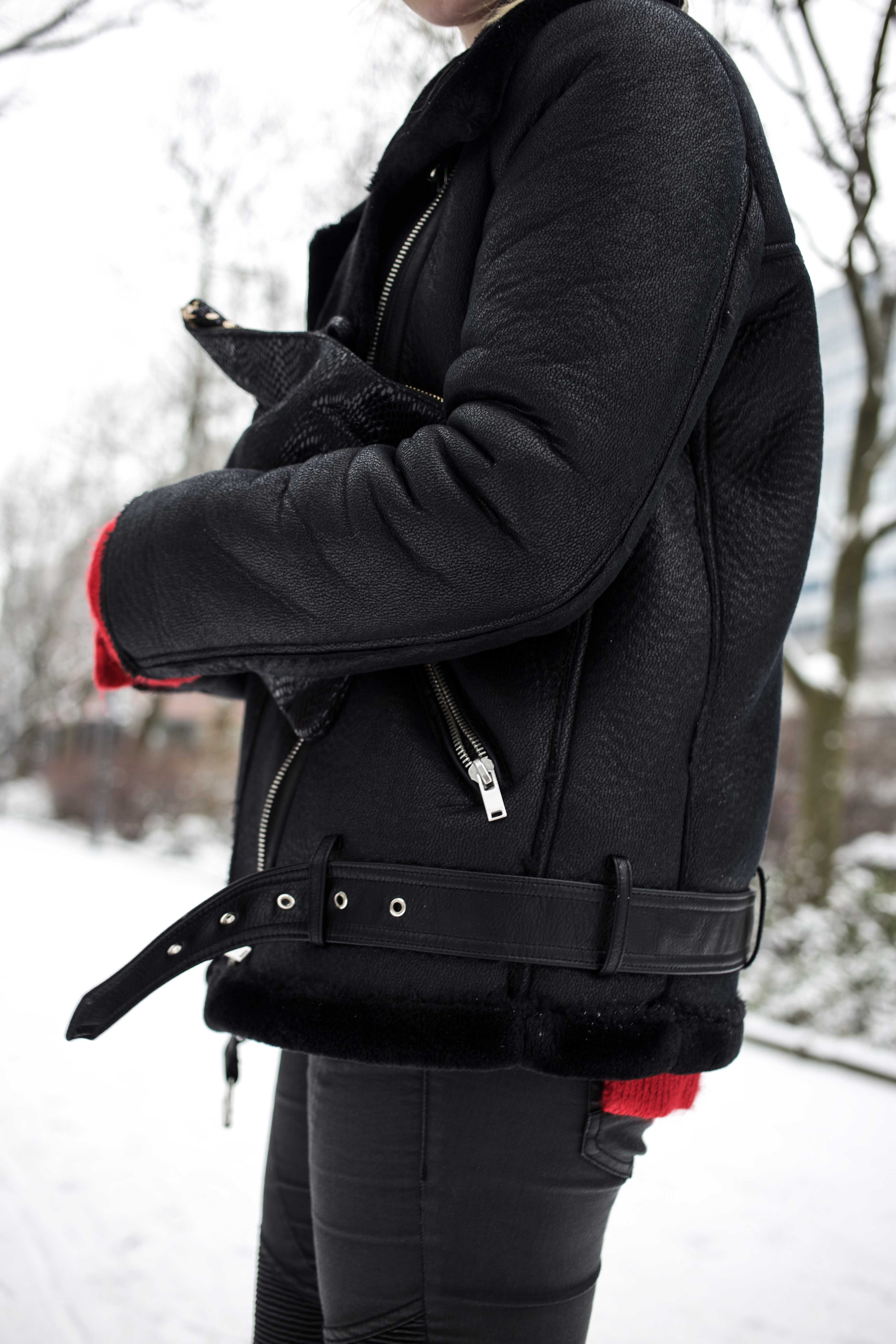 roter-pullover-outfit-berlin-schnee-streetstyle-fashionblog-modeblog_8386