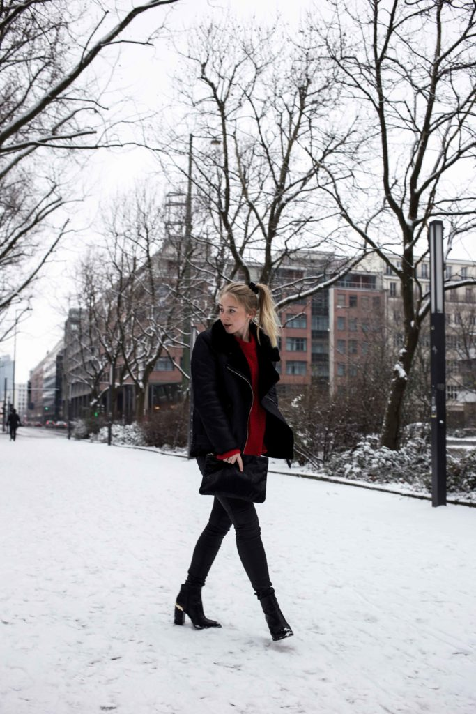 roter-pullover-outfit-berlin-schnee-streetstyle-fashionblog-modeblog_8418