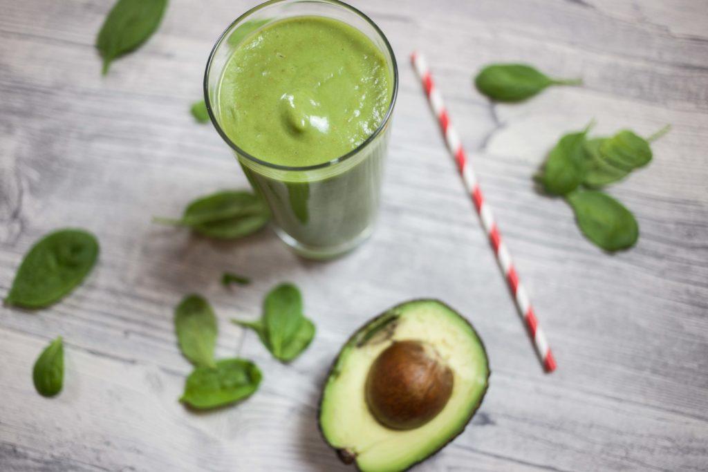 keine-chance-winterspeck-gruener-smoothie-rezept-fitness-gesund-avocado_0161