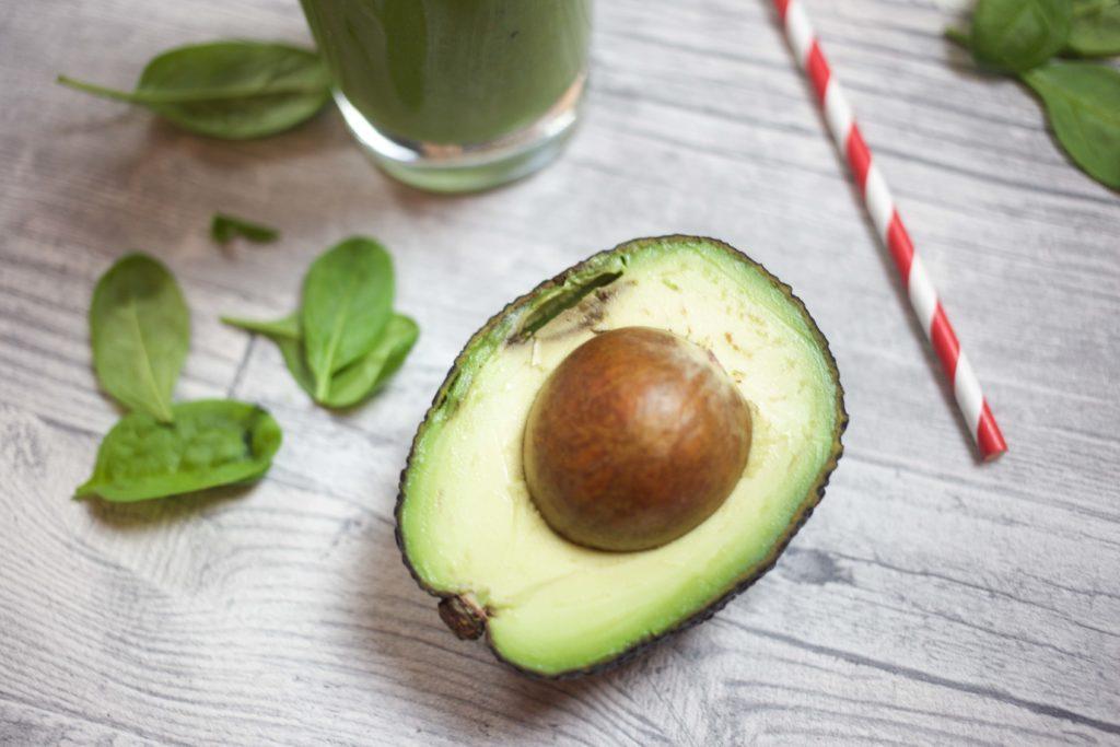 keine-chance-winterspeck-gruener-smoothie-rezept-fitness-gesund-avocado_0164