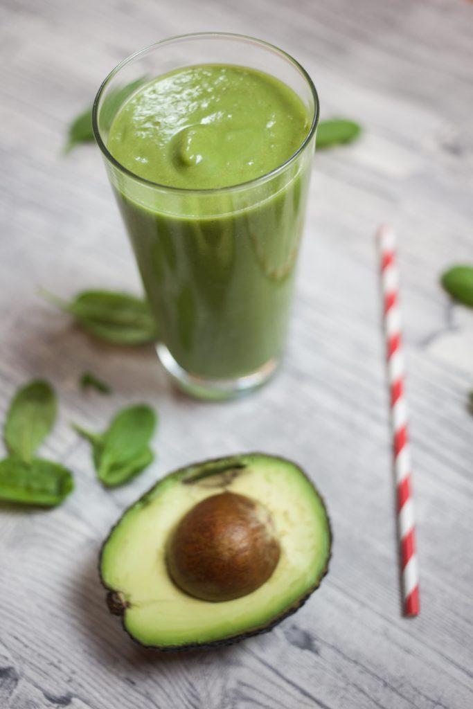 keine-chance-winterspeck-gruener-smoothie-rezept-fitness-gesund-avocado_0162