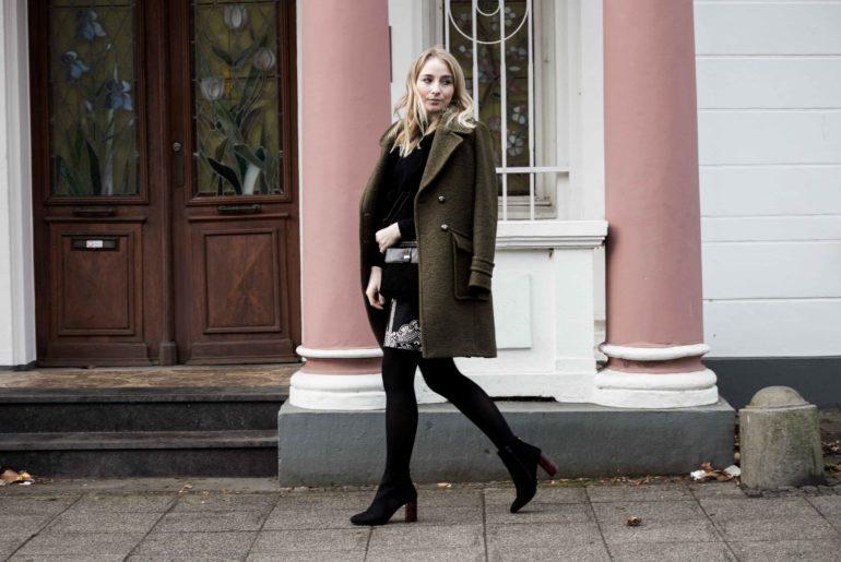 streetstyle-bonn-waldgrüner-mantel-rock-muster-print-fashionblogger-modeblog-mode-outfit_0112
