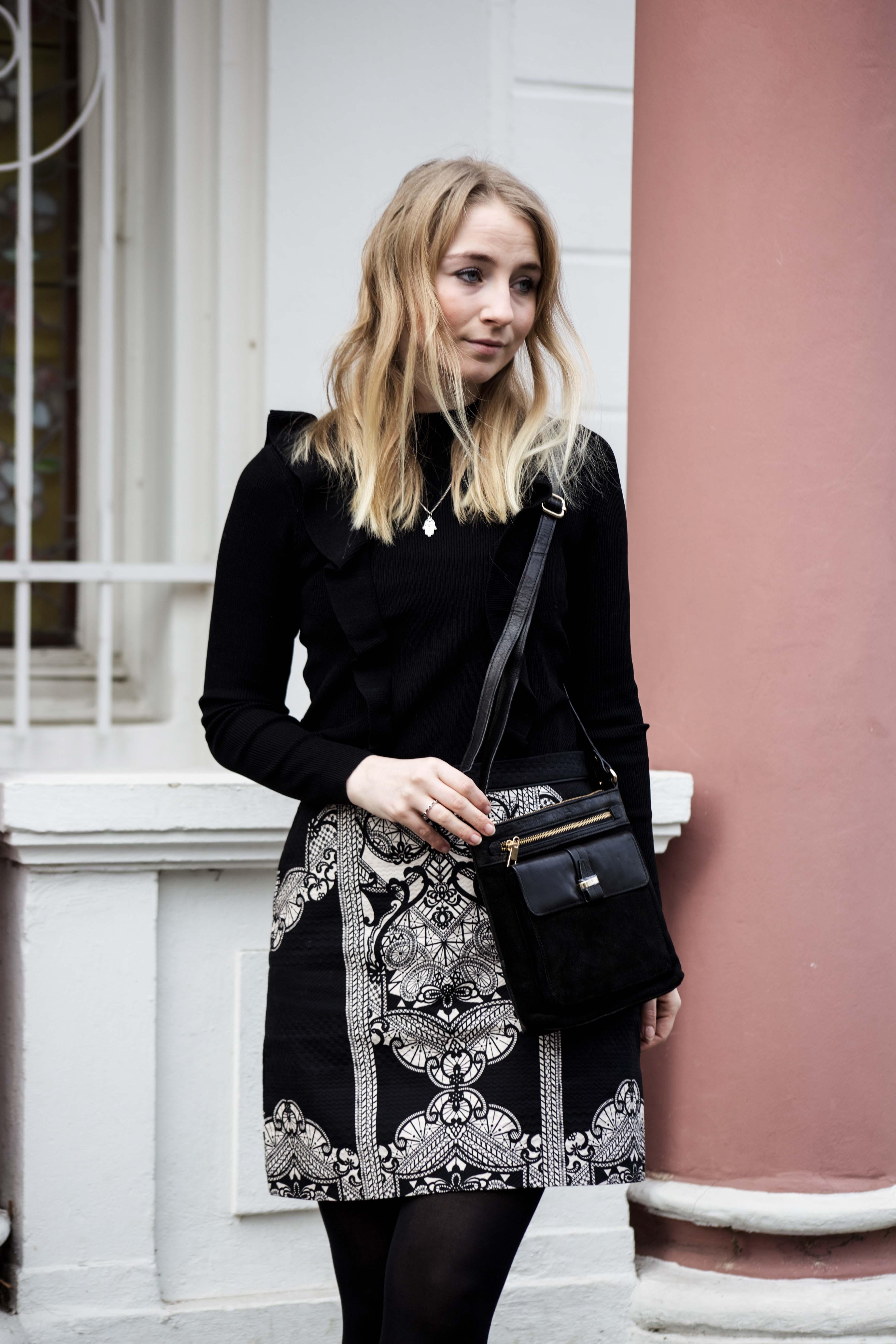 streetstyle-bonn-waldgrüner-mantel-rock-muster-print-fashionblogger-modeblog-mode-outfit_0124