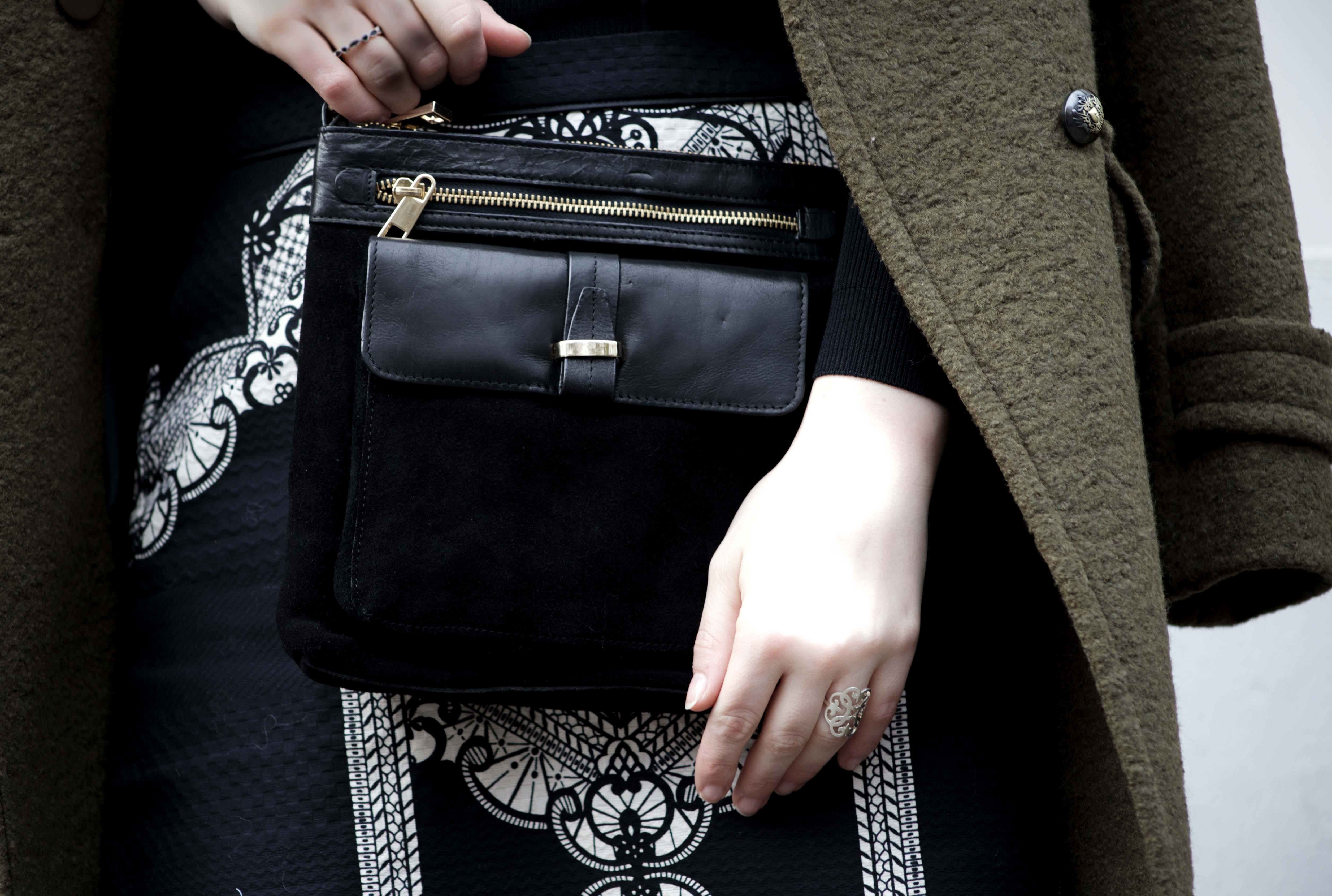 streetstyle-bonn-waldgrüner-mantel-rock-muster-print-fashionblogger-modeblog-mode-outfit_0142