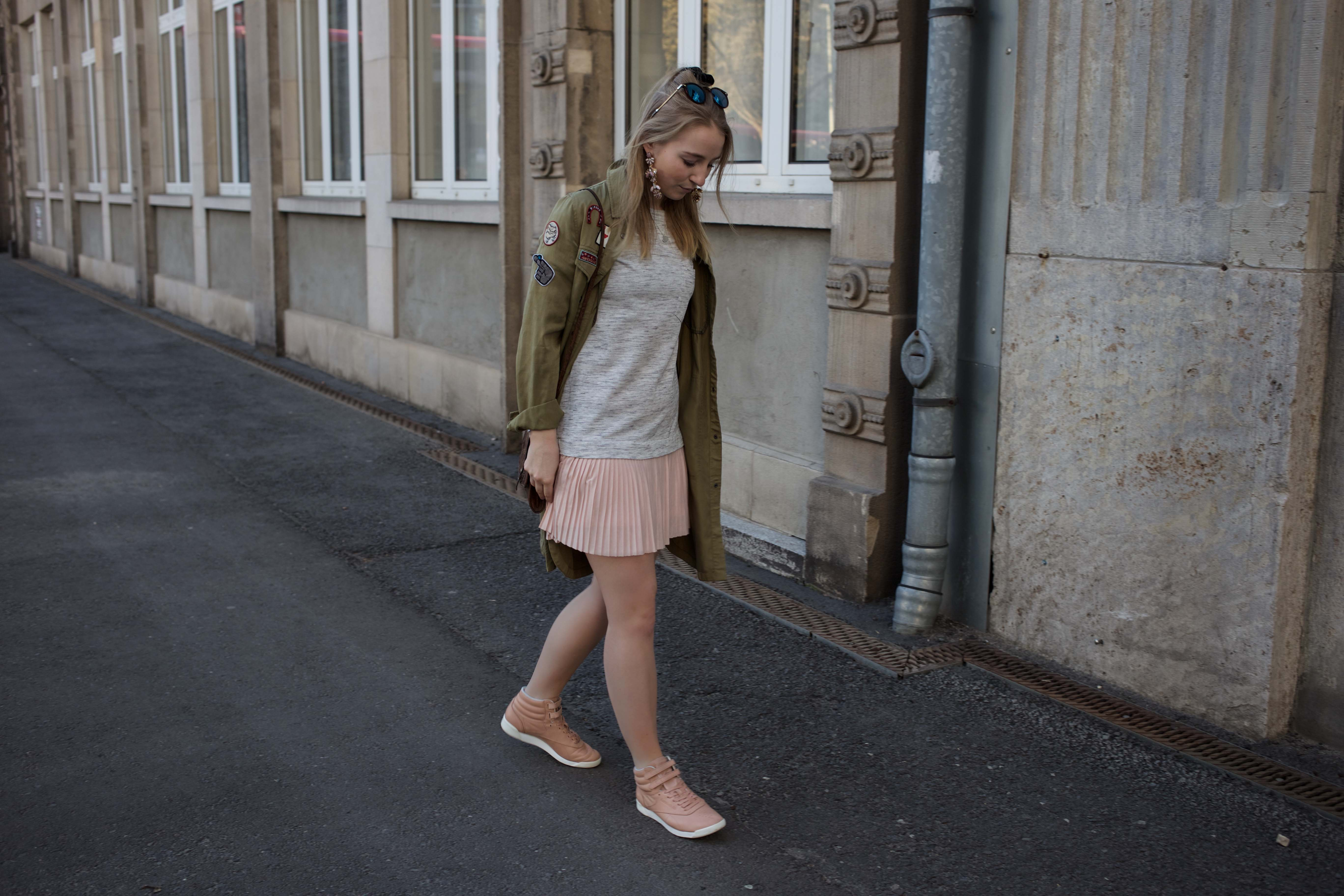 frühling-berlin-casual-streetstyle-reebok-face-stockholm-sneaker-zalando_5424