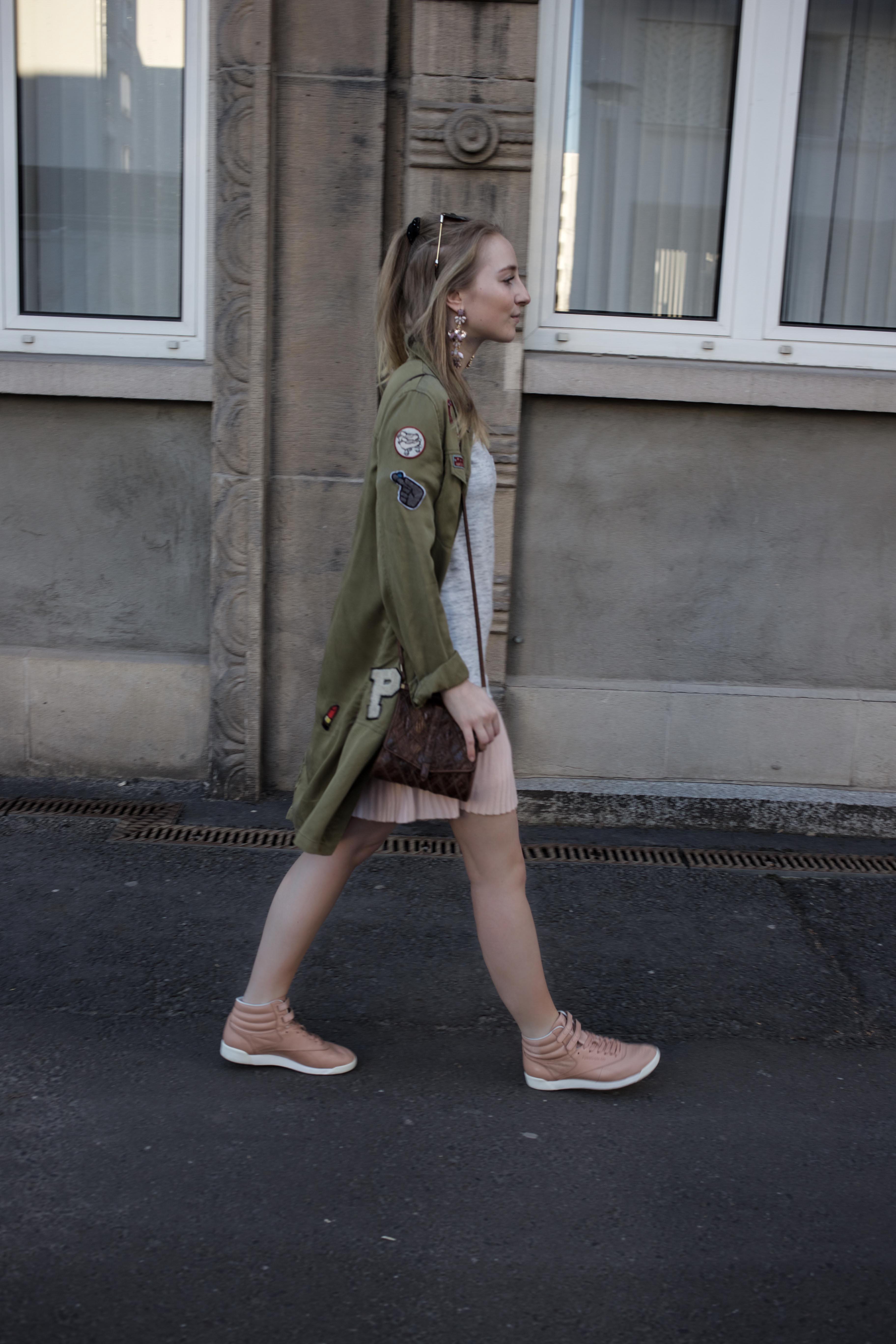 frühling-berlin-casual-streetstyle-reebok-face-stockholm-sneaker-zalando_5474