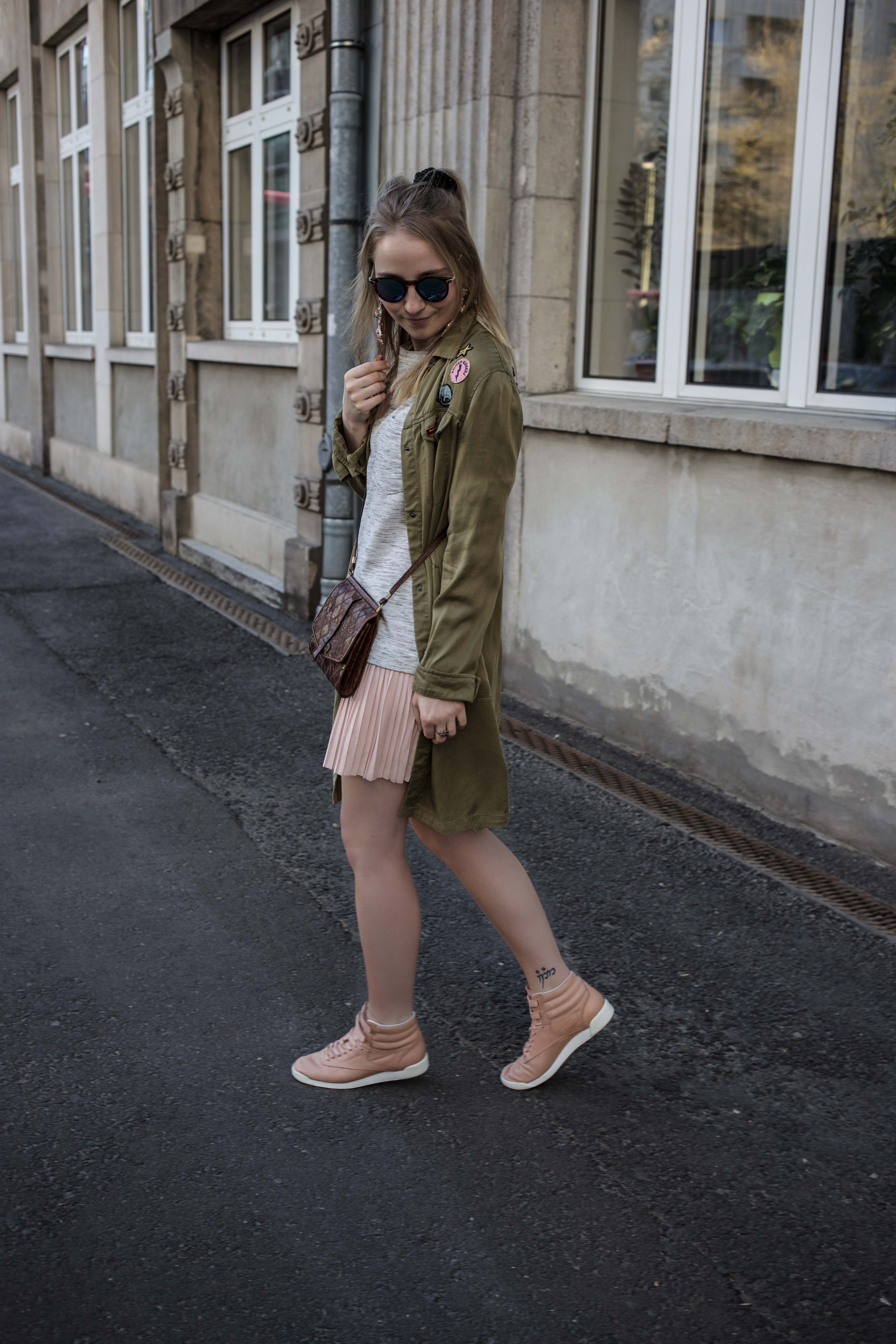 frühling-berlin-casual-streetstyle-reebok-face-stockholm-sneaker-zalando_5269