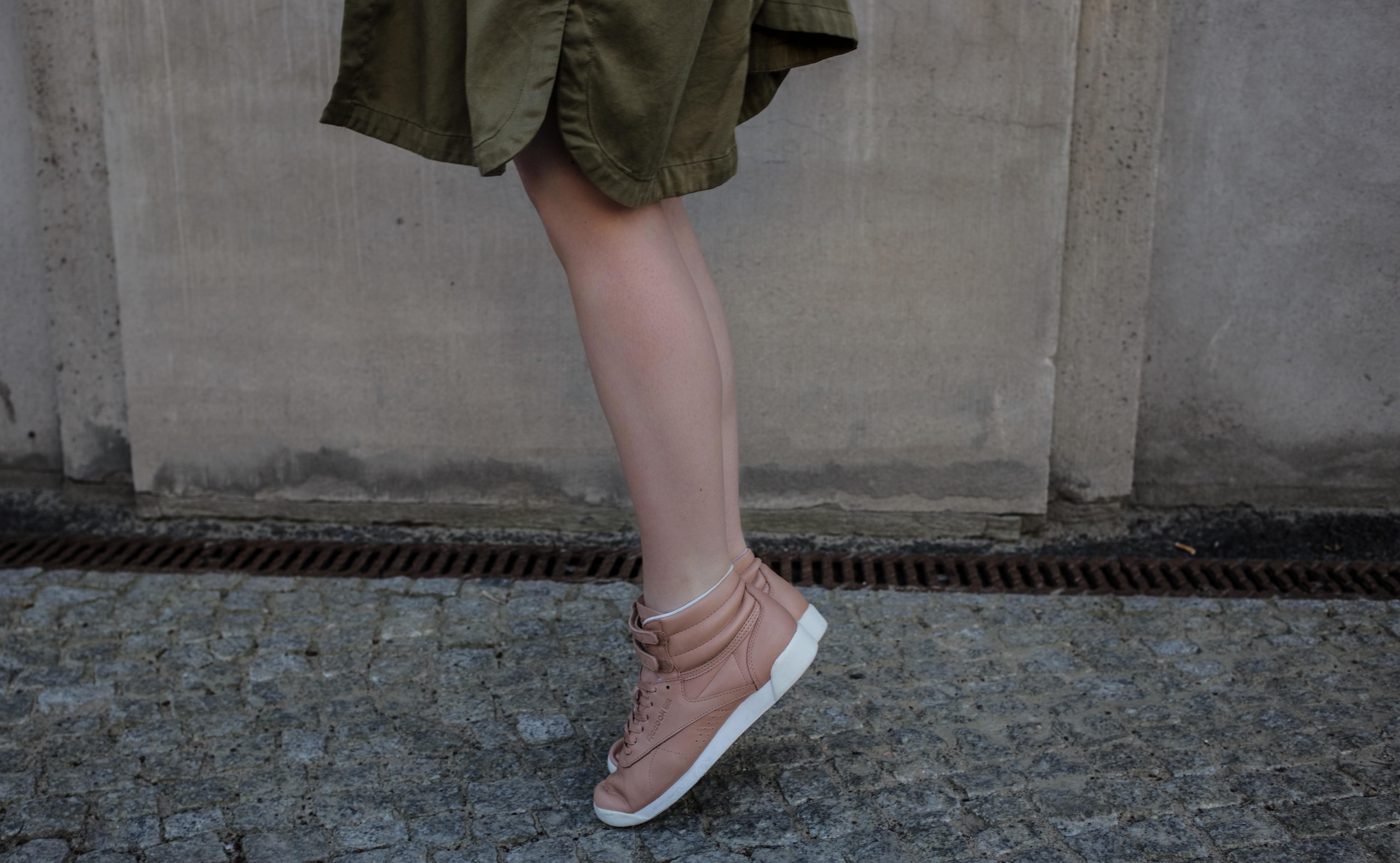 frühling-berlin-casual-streetstyle-reebok-face-stockholm-sneaker-zalando_5543