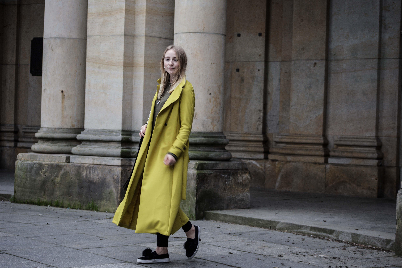 gelber-trenchcoat-frühling-outfit-sommer-fashionblog-modeblog_6297