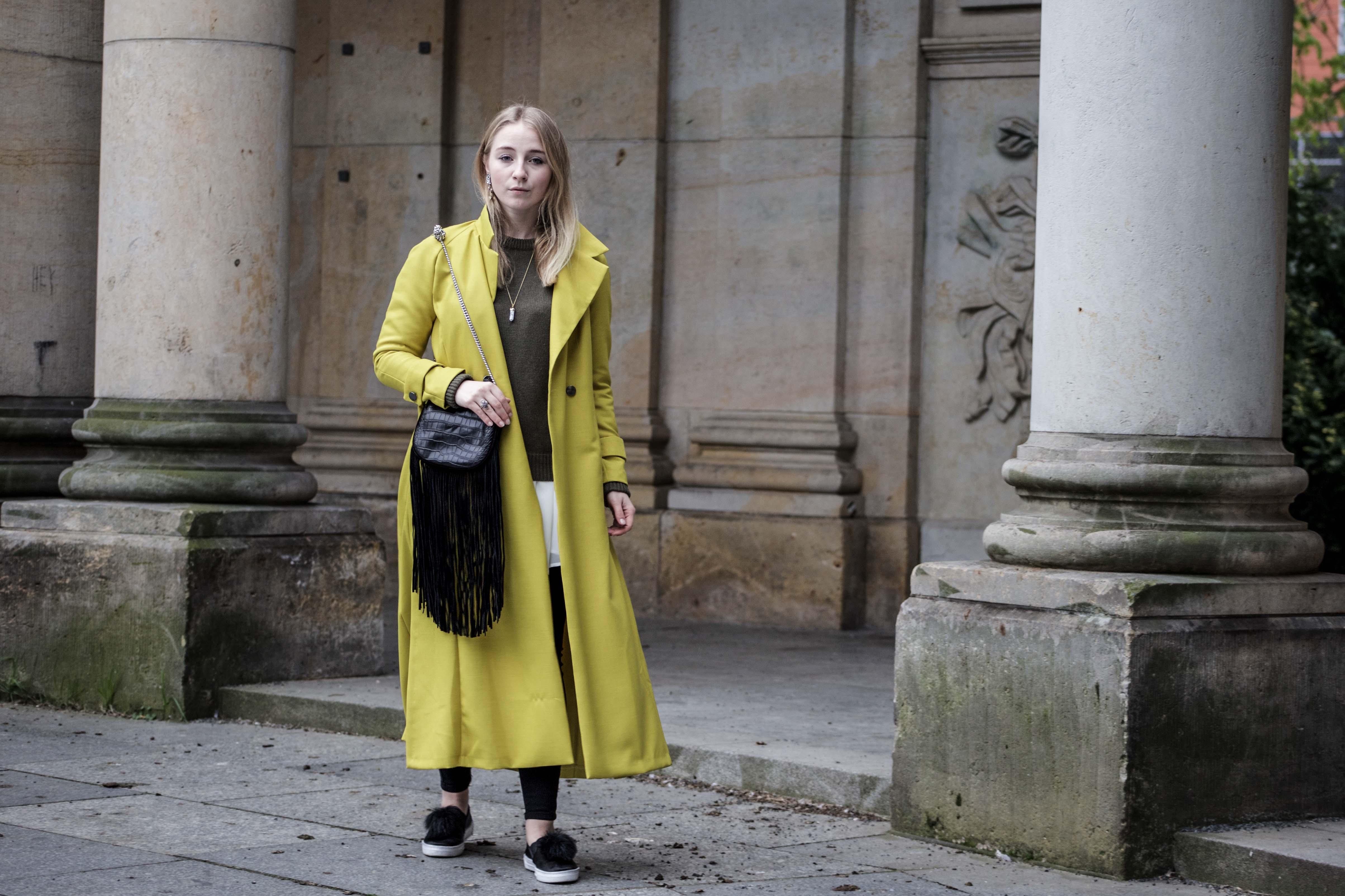 gelber-trenchcoat-frühling-outfit-sommer-fashionblog-modeblog_6289