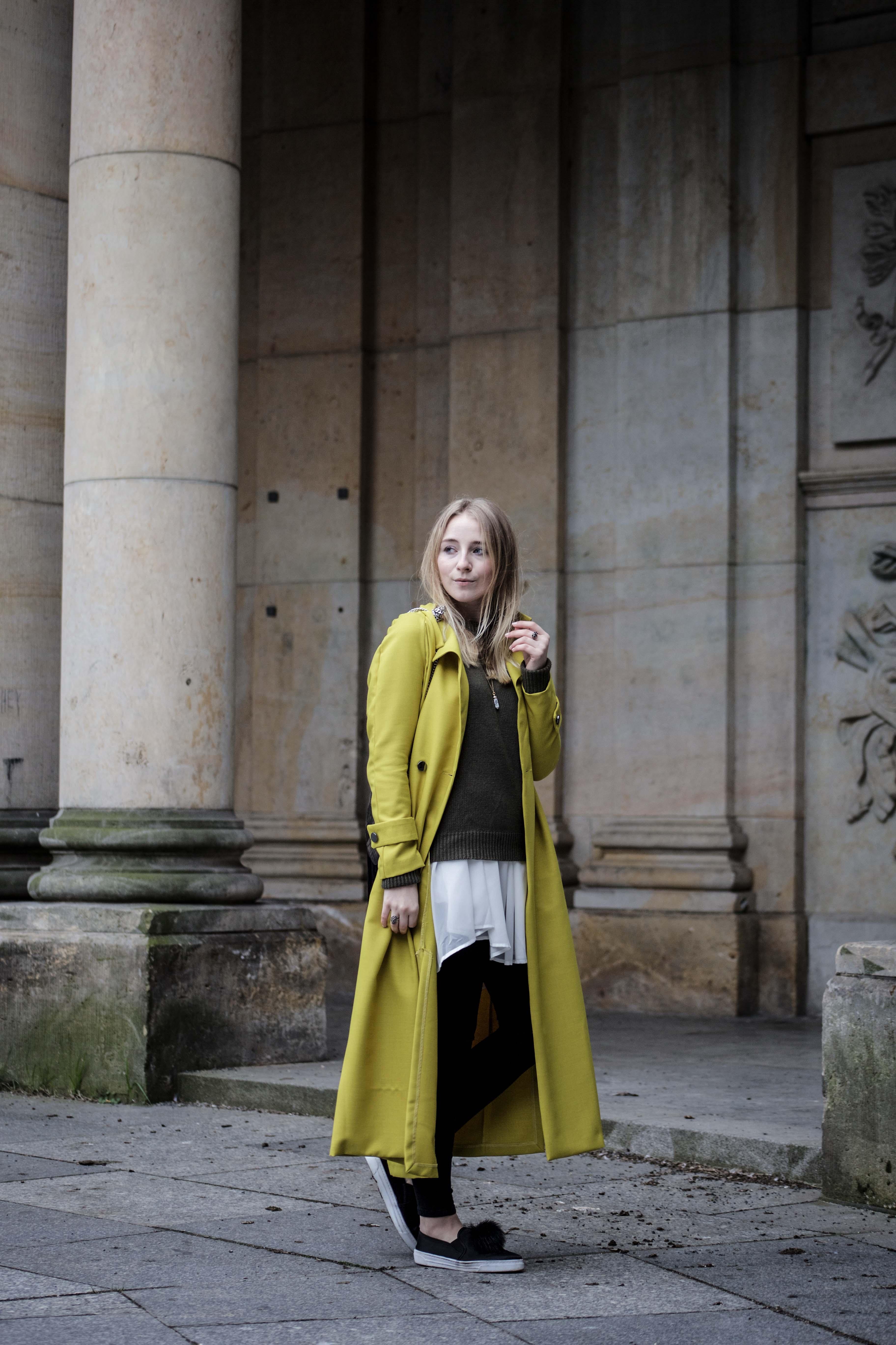 gelber-trenchcoat-frühling-outfit-sommer-fashionblog-modeblog_6351